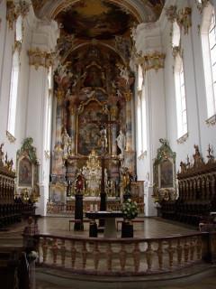 Bild vom Chorraum der Klosterkirche (Wikipedia Commons)
